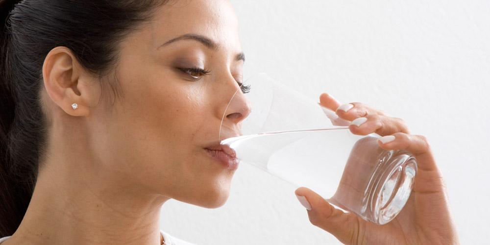 Bere acqua idrogenata