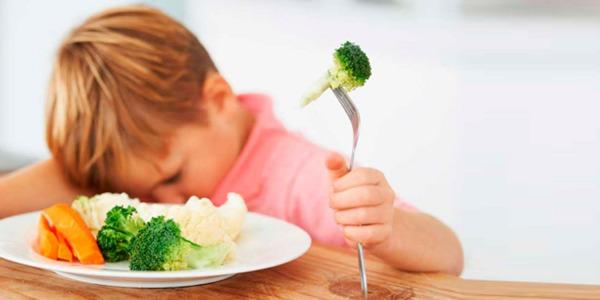 Bambini che non Mangiano Frutta e Verdura: 10 Trucchi per Aiutarli