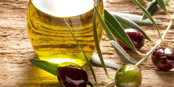 Preparare l'olio fatto in casa con un frantoio domestico