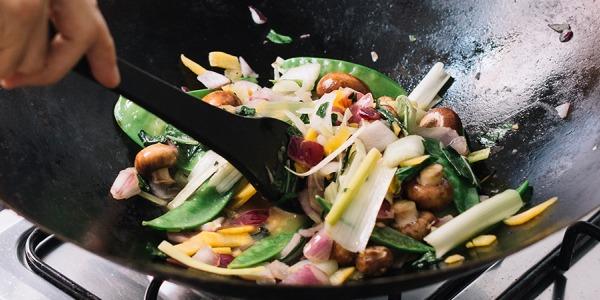Come cucinare la pasta con il wok